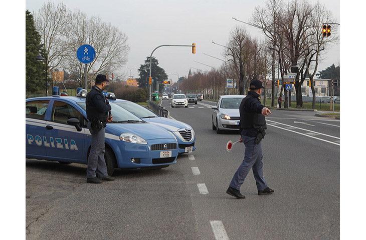 Denunciato un imolese di 54 anni con il vizio di gettare i sassi contro le auto in transito