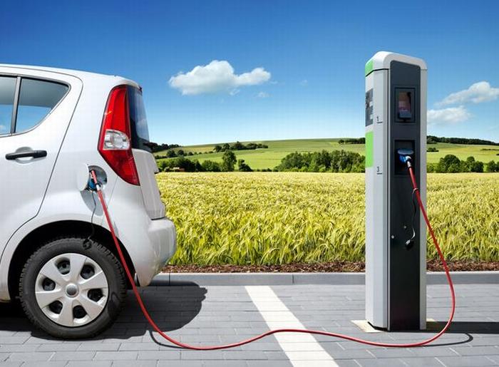 Mobilità sostenibile, la Regione premia chi sceglie l'auto ibrida