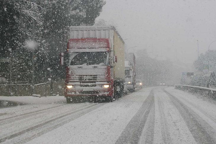 Neve e gelo, A14 chiusa da San Lazzaro a Cattolica almeno fino al pomeriggio