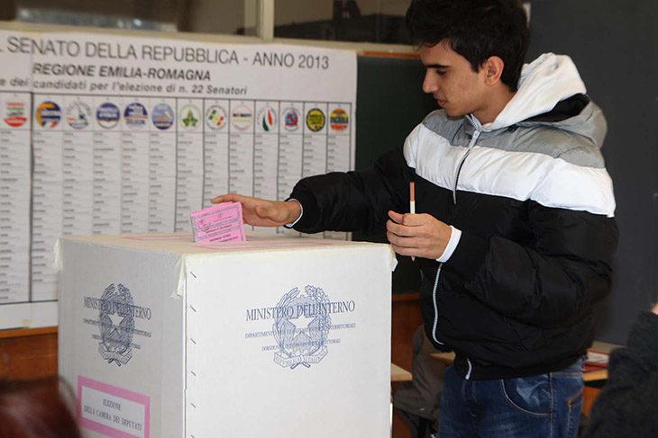 Elezioni politiche, domani seggi aperti dalle 7 alle 23, niente telefonino in cabina