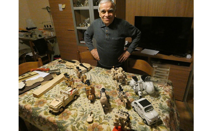 I modellini in legno di Gianni Roncarati, da un violino alla Papamobile
