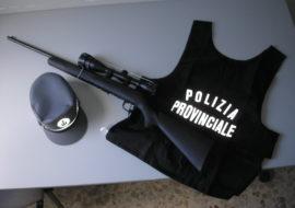 Bracconiere sorpreso dalla polizia provinciale mentre caccia i cinghiali