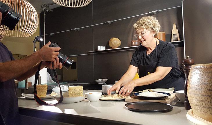 L'ozzanese Flavia Valentini star della web cucina con le ricette al Grana Padano