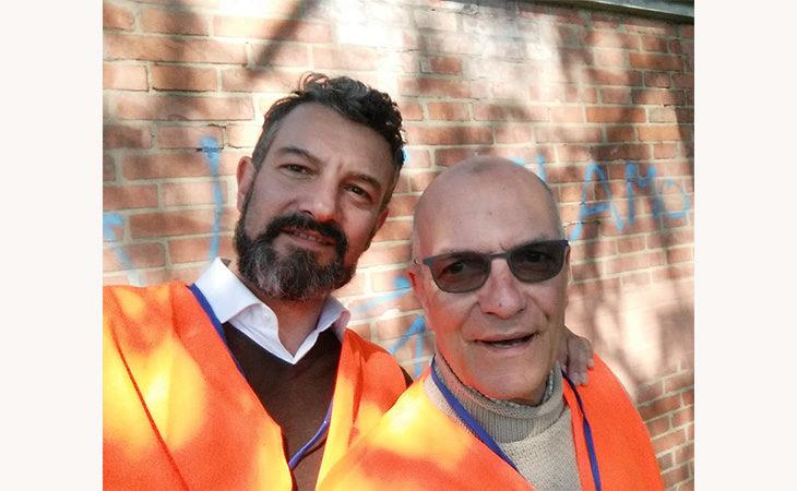 Vandalismo, l'impegno di due volontari: «Nel tempo libero abbiamo pulito 200 scritte in un anno»