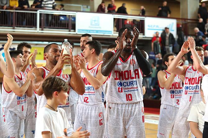 Basket A2: applausi all'Andrea Costa che lascia strada a Udine