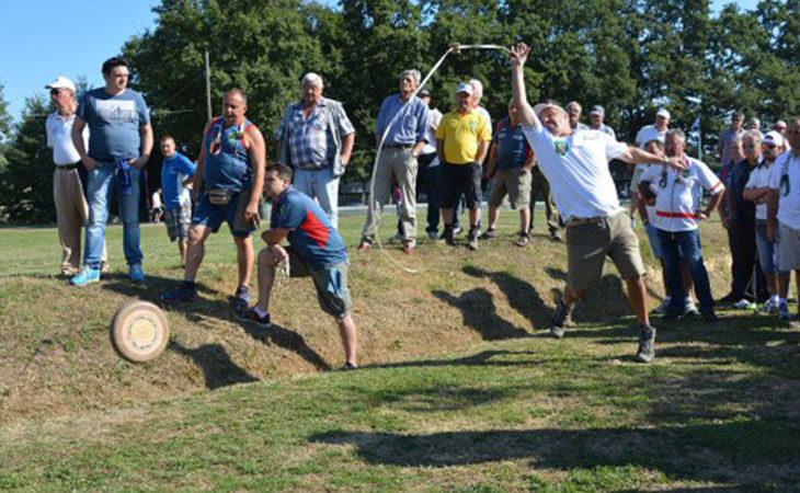 A Castello oggi e domani la gara nazionale del «Lancio del ruzzolone»