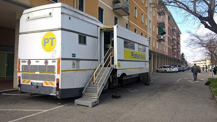 L'ufficio postale di Ozzano è chiuso per lavori, al suo posto arriva il… camper