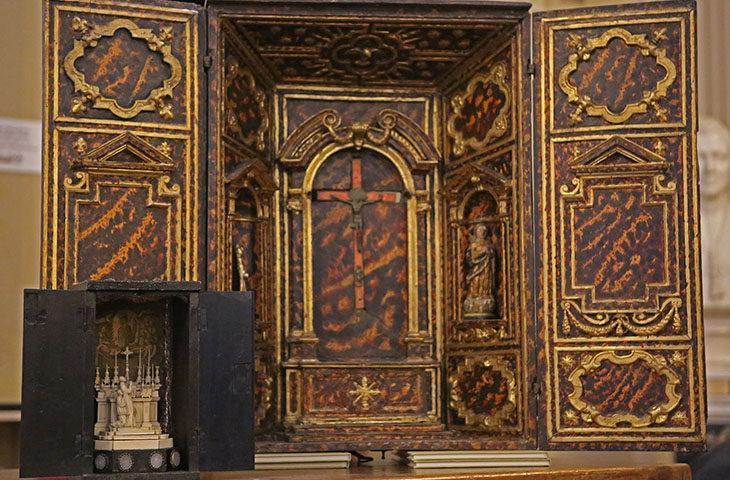 Antichi tabernacoli da viatico esposti al Museo diocesano di Imola