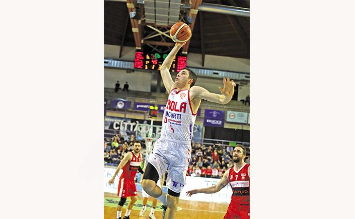 Basket Andrea Costa, dopo un solo anno l'esterno Davide Alviti saluta già Imola