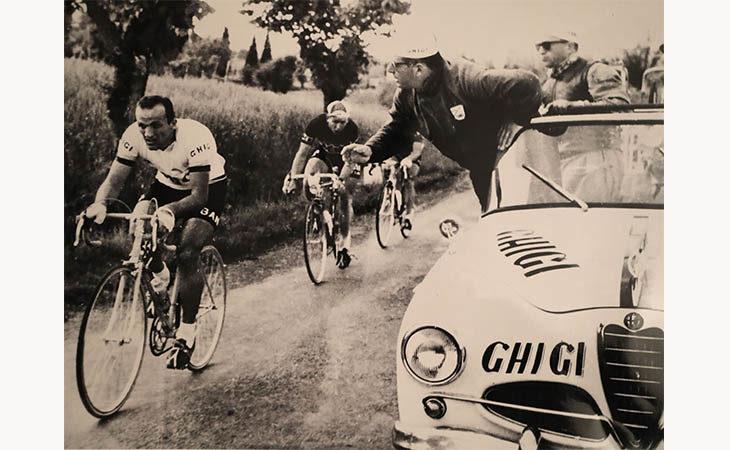 Giro d'Italia a Imola, con l'arrivo della tappa in mostra la storia del ciclismo