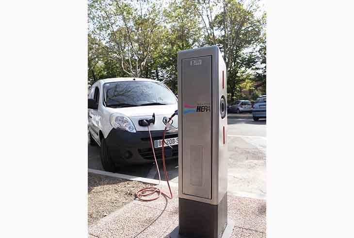 Sei colonnine per ricaricare auto elettriche tra Castello e Osteria Grande