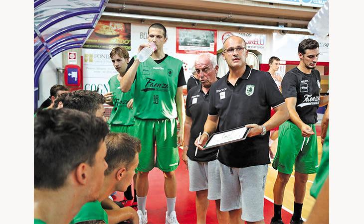 Basket serie B, il coach imolese Marco Regazzi lascia Faenza dopo 7 anni