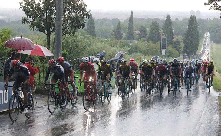 Giro d'Italia a Imola, la magia dell'arrivo della Corsa Rosa. IL VIDEO