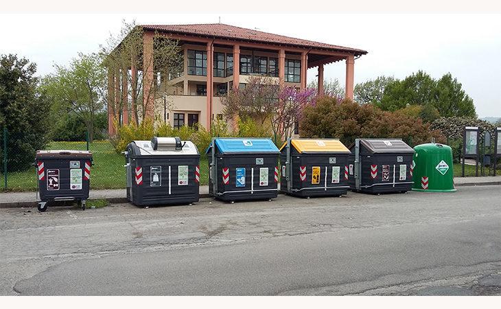 Nuova raccolta dei rifiuti, i cassonetti non si aprono… la colpa è della tessera col buco