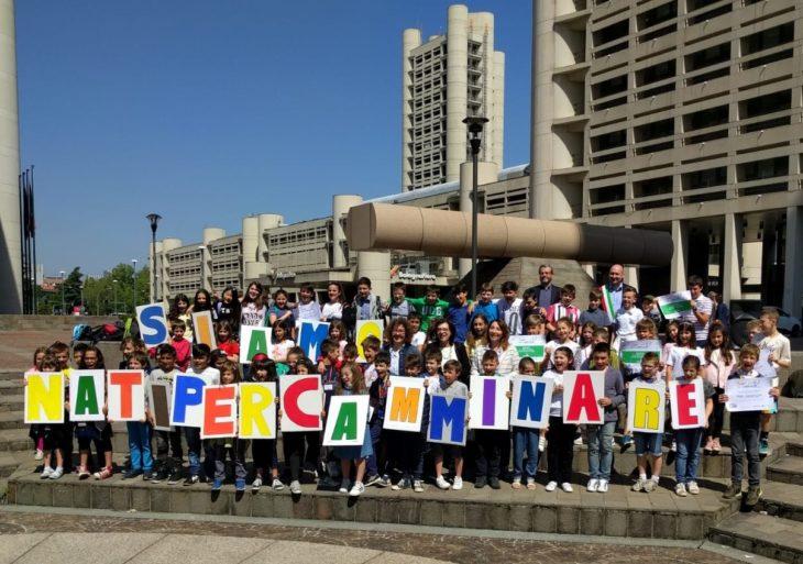 La canzone «A scuola a piedi» degli studenti castellani vince progetto regionale