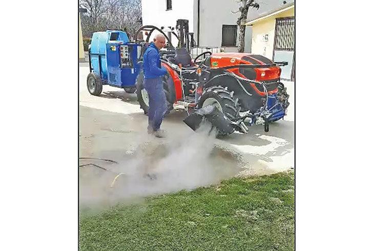 Addio diserbanti chimici, a Codrignano le erbacce le eliminano col vapore