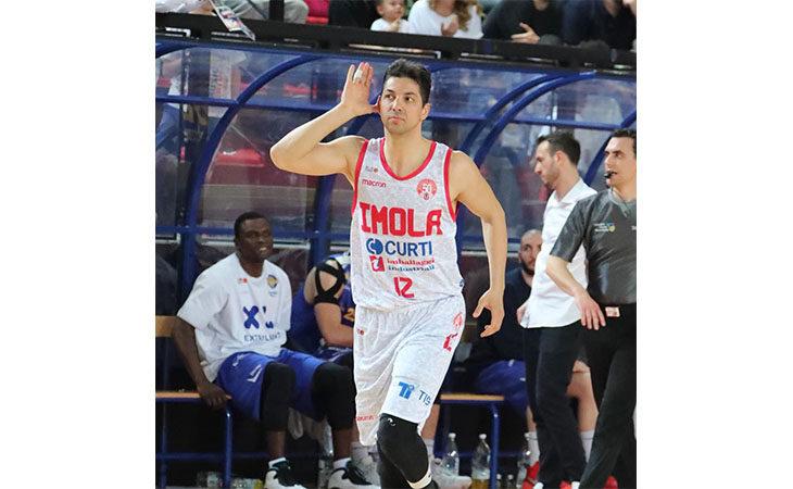 Basket A2, prosegue il matrimonio tra l'Andrea Costa e il capitano Patricio Prato