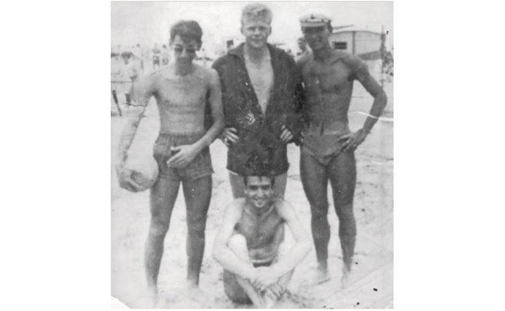 Foto e storie, quando l'imolese Riccardo Scheda incontrò Helmut Haller sulla spiaggia di Rimini