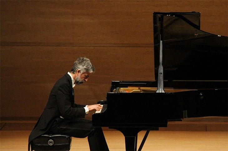 Il pianista Andrea Padova dedica una serata a Beethoven nel palazzo vescovile