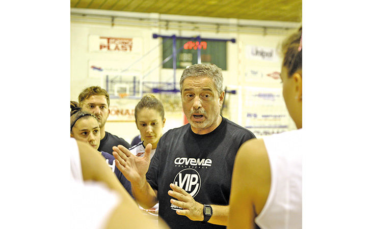 Pallavolo B2 femminile: a Ozzano si rivede Claudio Casadio, un tecnico che ha fatto la storia di questo sport