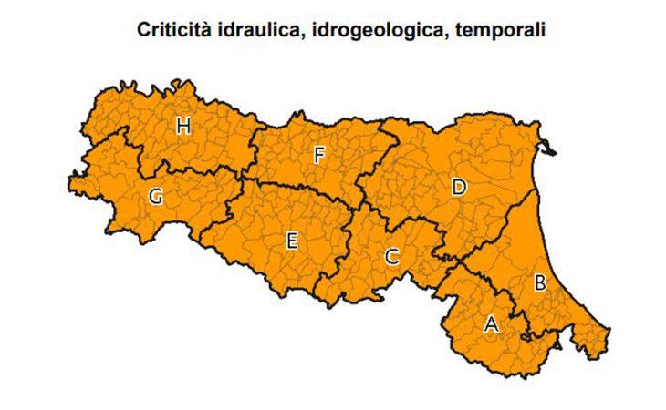 Maltempo, nuova allerta meteo arancione per temporali tra oggi e domani