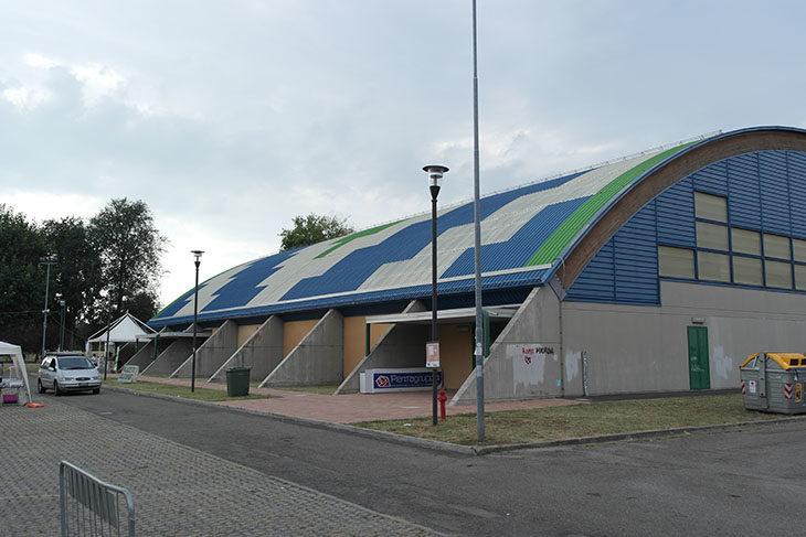 Ozzano, un intervento da 700 mila euro per rinnovare il tetto e gli impianti del palazzetto dello sport