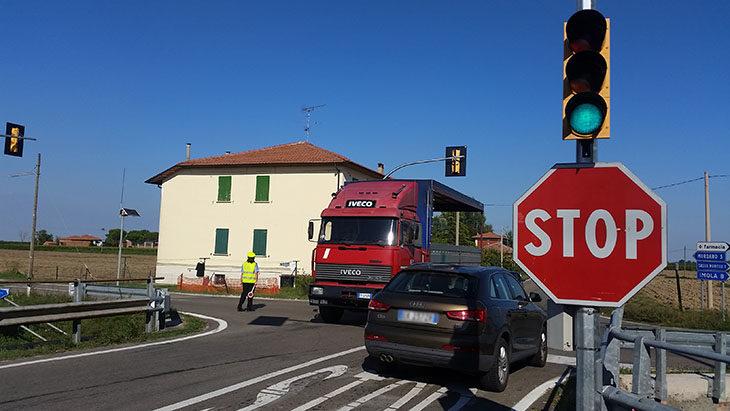 """E' entrato in funzione oggi il semaforo """"intelligente' tra via Correcchio e via Nuova"""