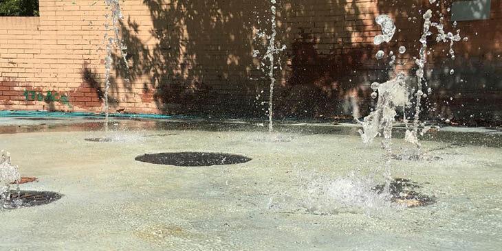 Giochi per i bambini e giochi d'acqua per il parco della Resistenza di Ozzano