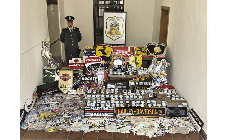 Crame, la Guardia di Finanza di Imola ha sequestrato 15 mila prodotti contraffatti