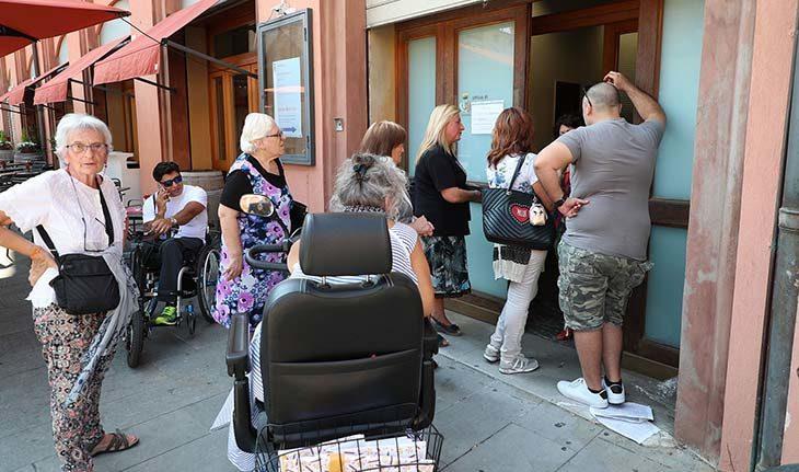 Una trentina di cittadini (dieci i posti disponibili) per poter parlare con la sindaca Manuela Sangiorgi