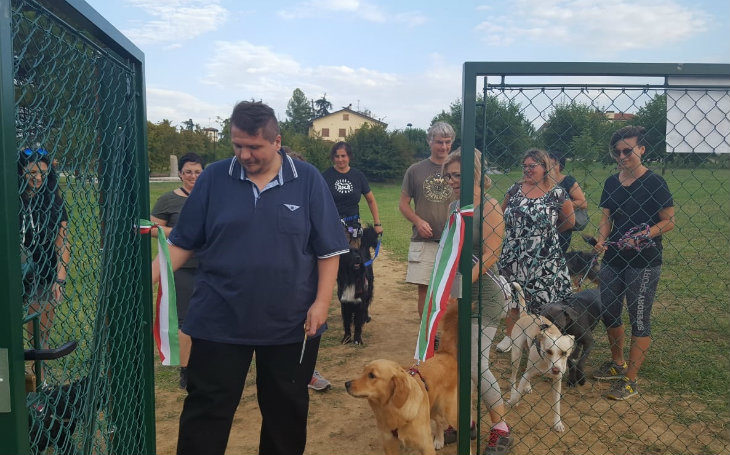 """Novità per i cani a Ozzano: nuova area sgambo al parco Cevenini e il """"patentino' del passeggio"""