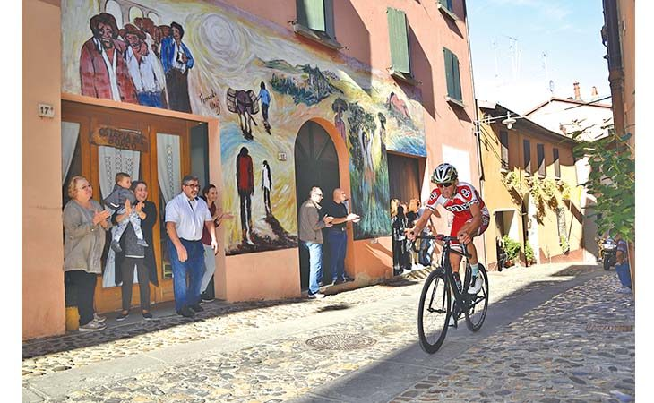 Ciclismo, domani a Dozza l'arrivo del 20° Memorial Luciano Pezzi
