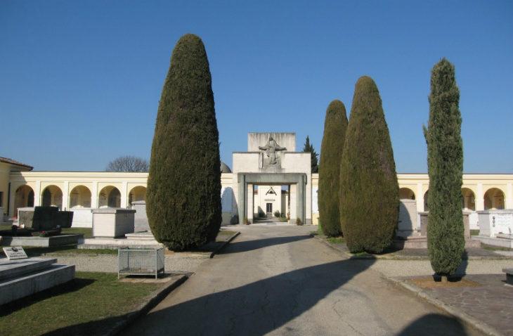 Cimiteri Castel San Pietro, ecco gli orari. E anche quest'anno è a disposizione il servizio navetta per anziani e disabili