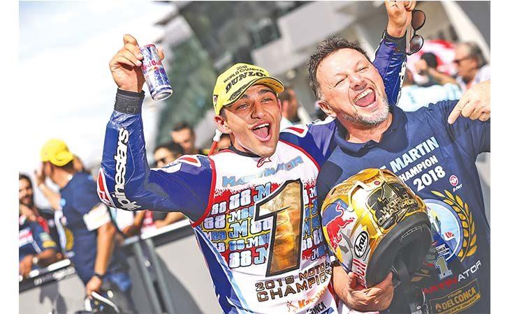 Motori, terzo titolo mondiale da team manager per Fausto Gresini: «Dedicato a Simoncelli»