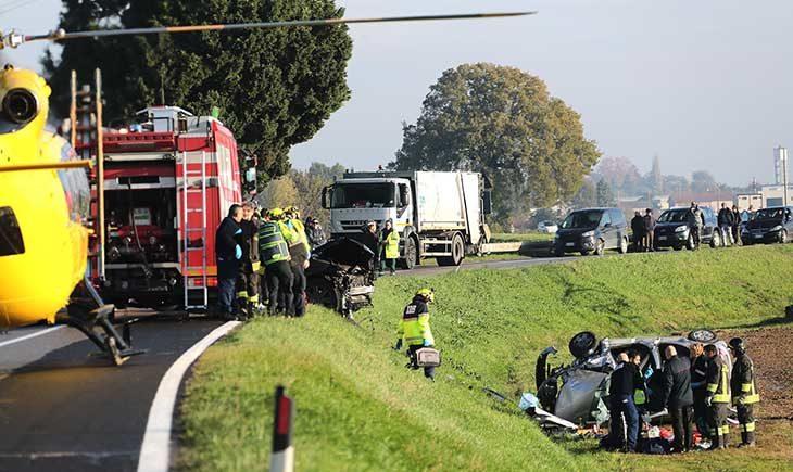 Frontale tra due auto in via Correcchio, una donna trasportata in elisoccorso al Maggiore