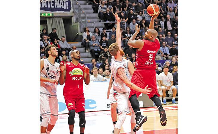 Basket A2, l'americano de Le Naturelle «Bj» Raymond: «Mi sento una guardia dentro un corpo da pivot»