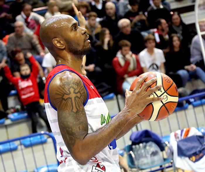 Basket A2: Le Naturelle al tappeto a Udine contro il coach castellano Demis Cavina