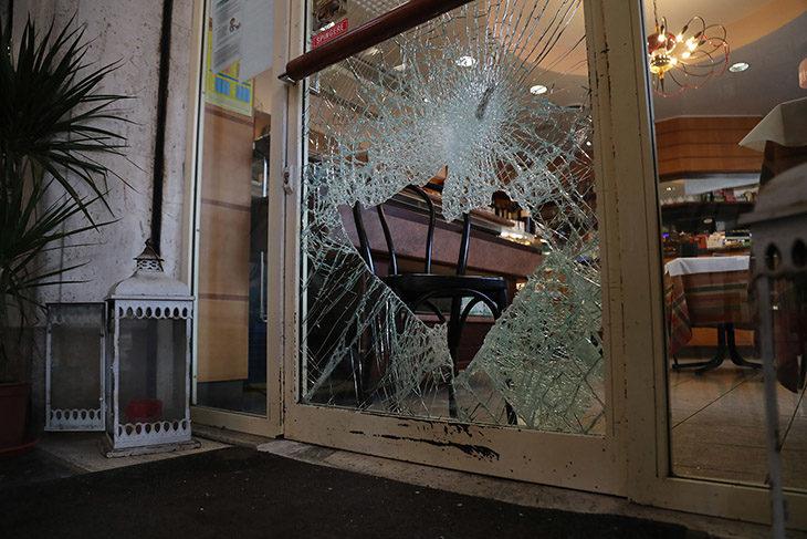 """Tre bar del centro storico """"visitati"""" dai ladri: nelle telecamere si vedono due persone"""