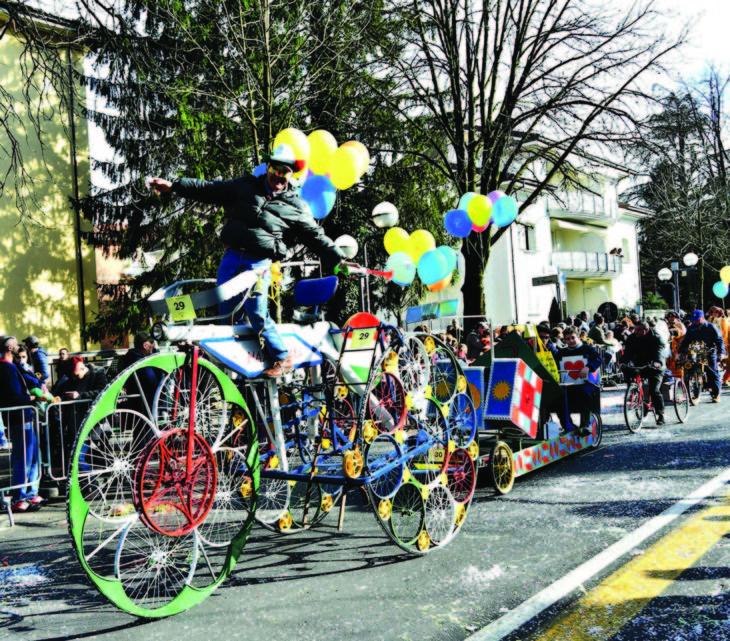 Carnevale, i Fantaveicoli di Imola scendono in piazza