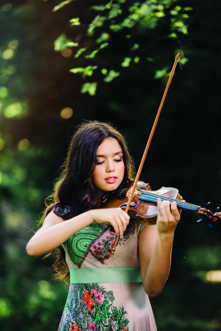 La sedicenne Lucilla Rose Mariotti, giovane talento al violino, domani a palazzo Monsignani