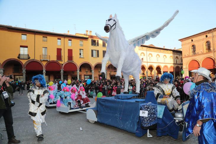 Imola, successo di pubblico per il Carnevale dei Fantaveicoli. Video, foto e vincitori