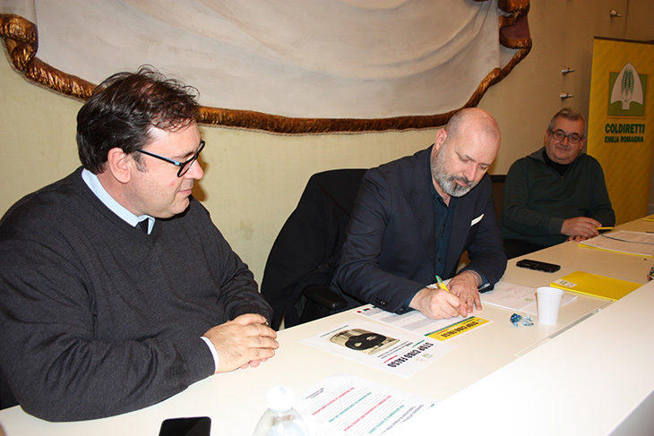 Stop al cibo falso, il presidente della Regione Bonaccini firma la petizione di Coldiretti