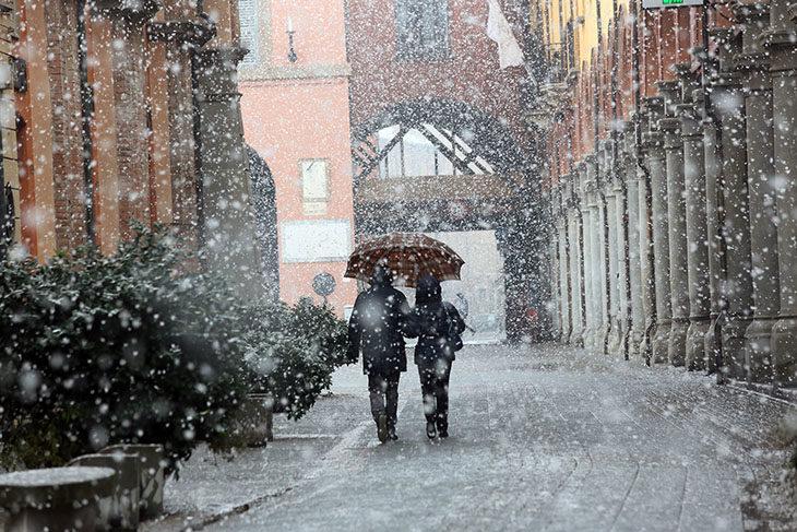 Allerta meteo, domani torna la neve anche in pianura. Freddo siberiano ieri notte: -12° a Castel del Rio
