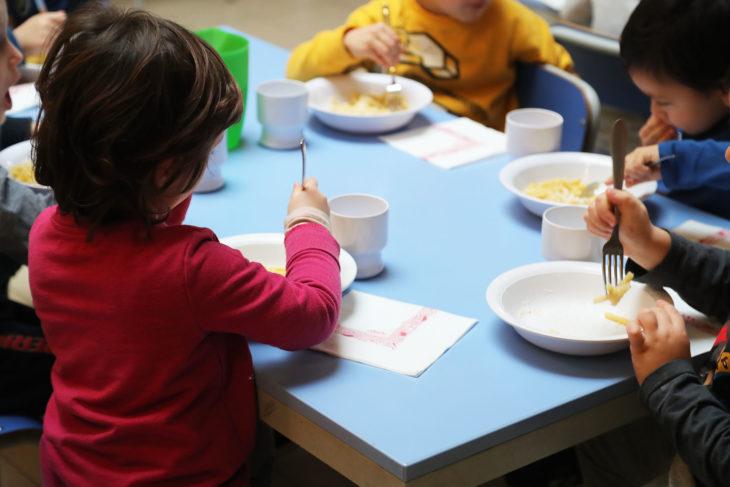 Mense: cosa mangiano i bimbi a scuola?