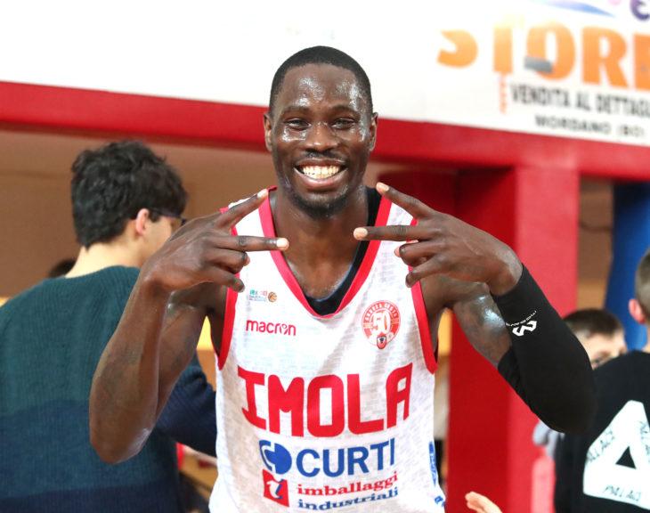 Basket A2: Andrea Costa fa innamorare, vince contro Verona e sogna il play-off