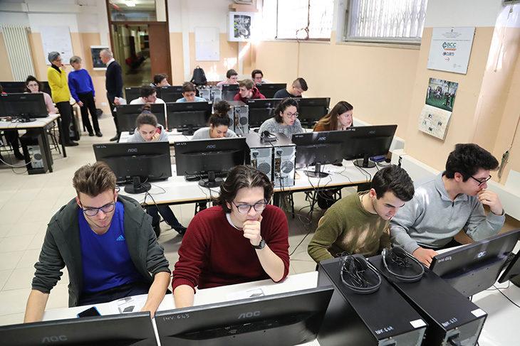 Scuola, l'informatica è importante per aprire la mente. I corsi di tre istituti imolesi