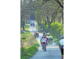 Ciclismo, lo spettacolo delle Strade Bianche domani a Mordano