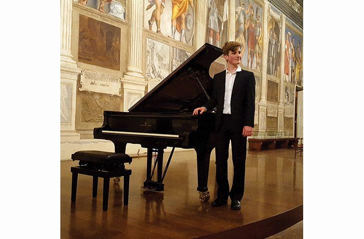"""Il diciassettenne Scarabottolo per gli """"Incontri col Maestro' dell'Accademia pianistica"""