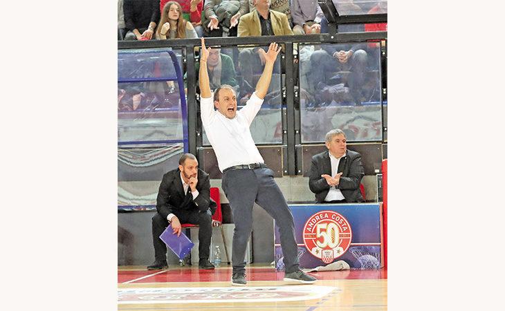 Basket A2, ultimo giorno di… scuola per l'Andrea Costa. Un rebus il futuro di coach Cavina
