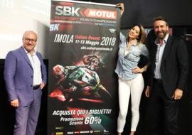 Contratto rinnovato, la Sbk rimarrà a Imola fino al 2020. Quest'anno la madrina è Aida Yespica